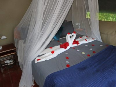gorge-view-bedroom-3