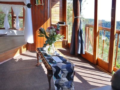 gorge-view-lounge-bathroom
